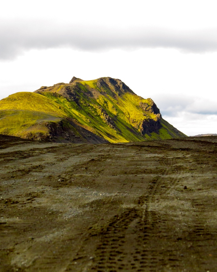 The dirt road to Landmannalaugar